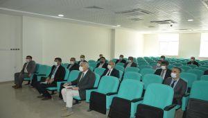 Çelikhan'da okul müdürleriyle değerlendirme toplantısı