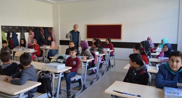 Çelikhan'da Robotik Kodlama Eğitimi İçin Tablet Dağıtıldı