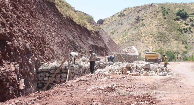 Çelikhan'da Tehlikeli 'Aren Virajı' Genişletildi