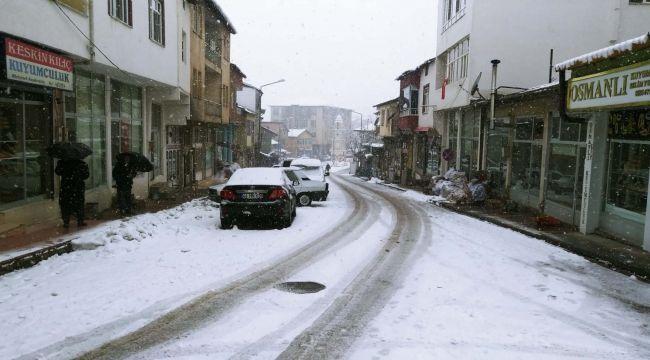 Çelikhan'da Ulaşıma Kar Engeli