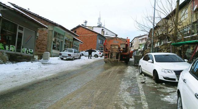 Çelikhan'da Yol Tuzlama Çalışması