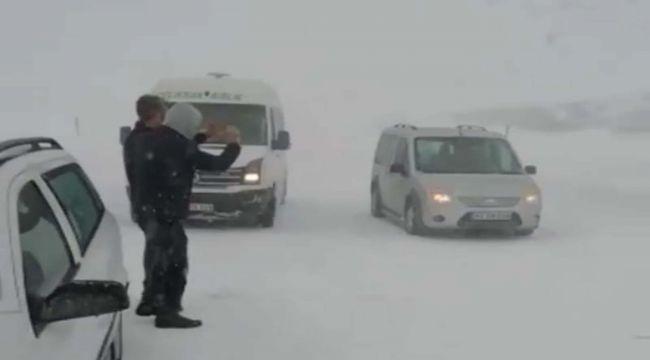 Çığ Düşen Yolda Mahsur Kalanlar Kurtarıldı - Videolu Haber