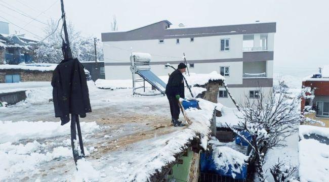 Damlarda Biriken Karlar Yoğun Mesai Harcayarak Temizleniyor