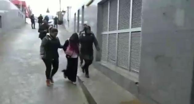 DEAŞ'lı Kadın Teröristi PKK'lılar Para Karşılığı Sınıra Ulaştırmış
