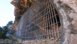 Defineciler tarafından tahrip edilen mağaraya demir kapı önlemi - Videolu Haber