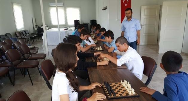 Depremzede Öğrenciler, Satranç Turnuvasında Yarıştı