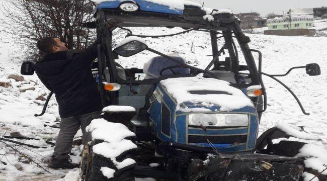 Devrilen Traktör Sürücüsü Yaralandı