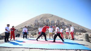 Dünyanın 8. harikası Nemrut'ta kick boks gösterisi