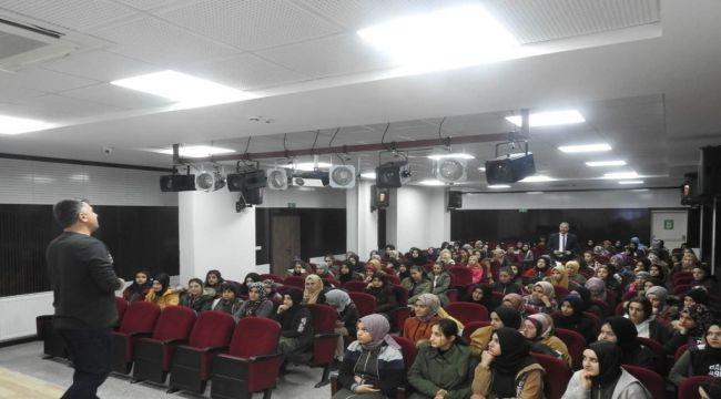 """Emniyetten Öğrencilere """"Gençlik ve Güvenli Gelecek"""" Konferansı"""