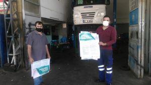 Esnaflara ve iş yerlerine Kovid-19 çalışma rehberi afişleri dağıtılıyor