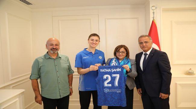 Fatma Şahin'den Merinos Spor'a Destek