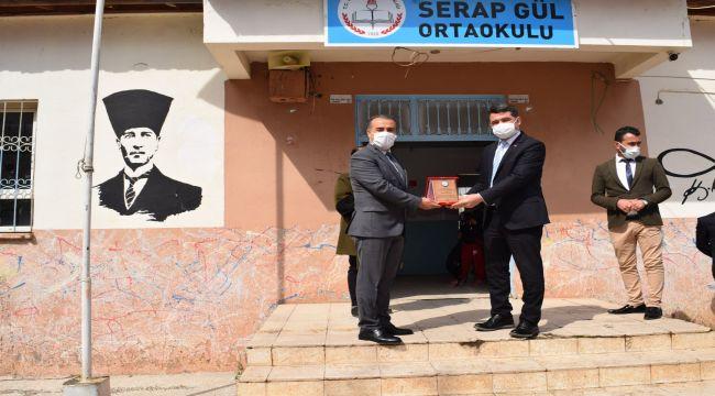 GASUYAD' dan İlçe Milli Eğitim Müdürü Demirel'e plaket