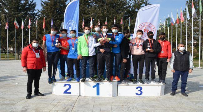 Gazi Yol Koşusu ve Atletizm etkinlikleri yapıldı