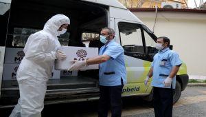 Gaziantep'te Sağlık Personellerine Tatlı Dağıtıldı