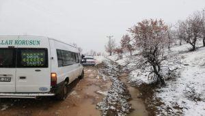 Gerger'de Öğrenci Servisi ve Onlarca Araç Mahsur Kaldı