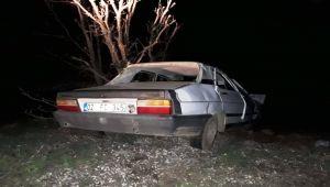 Gerger'de Otomobil Şarampolde Devrildi: 2 Yaralı