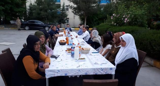 Gerger'de Şehit ve Gaziler Onuruna İftar Yemeği Verildi