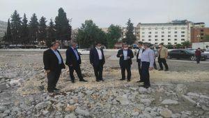 GMDK Başkanı Aydın, kent meydanının yapılacağı alanda incelemede bulundu