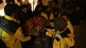 Göçük Altında Kalan 2 İşçi Ağır Yaralandı