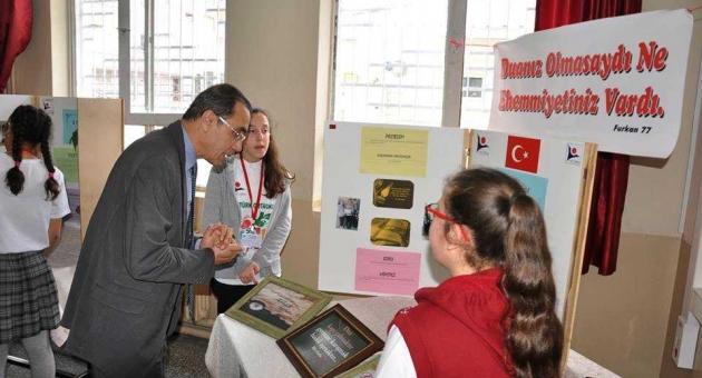 Gölbaşı Atatürk Ortaokulu'nda Bilim Fuarı Açıldı