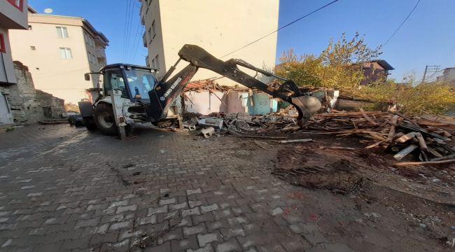 Gölbaşı Belediyesinden Metruk Binaların Yıkım Çalışması