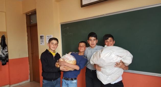 Gölbaşı İmam Hatip Orta Okulu Öğrencilerinden Hayvan Sevgisi