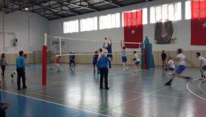 Gölbaşı Lisesi Voleybol Takımı, play-off'a Yükseldi