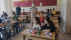 Gölbaşı Milli Eğitim Şube Müdürlerinden öğrencilerine tebrik ziyareti