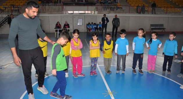 Gölbaşı'nda Geleneksel Çocuk Oyunları Müsabakaları Başladı