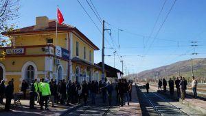Gölbaşı'nda Mahalle Sakinleri Demir Yoluna Alt Geçit İstiyor