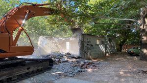 Gölbaşı'nda metruk binalar yıkılıyor
