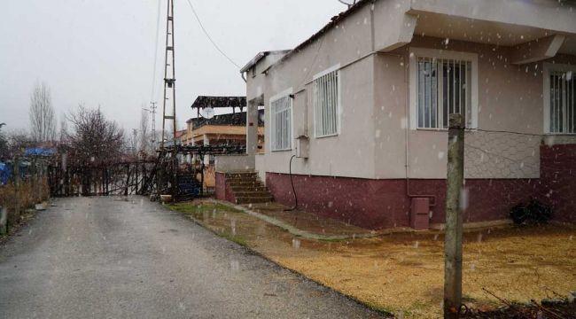 Gölbaşı'nda Tapulu Arazisinden Geçen Yolu Trafiğe Kapattı