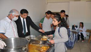 Gölbaşı'nda Taşımalı Öğrencilerin Yemekleri Denetlendi