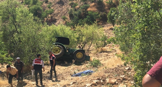 Gölbaşı'nda Traktör Şarampole Devrildi: 1 Ölü, 1 Yaralı