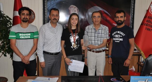 Gölbaşılı İlayda, Eskrim Türkiye Şampiyonu Oldu