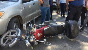 Hafif ticari araçla çarpışan motosiklet sürücüsü yaralandı - Videolu Haber