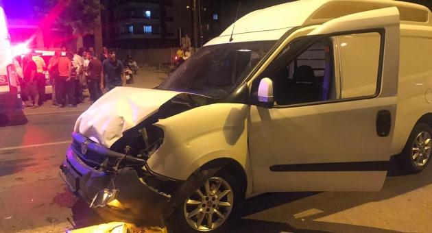 Hafif Ticari Araçlar Çarpıştı: 5 Yaralı