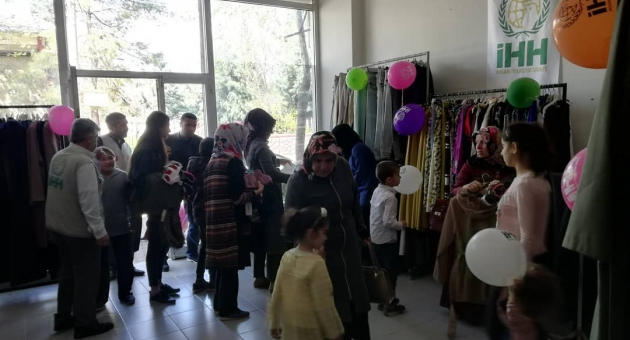 İHH'dan İhtiyaç Sahiplerine Ücretsiz Mağaza