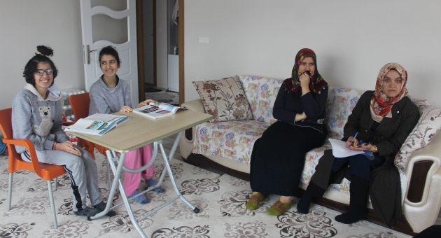 İkiz Kardeşler Evde Eğitim Hizmetleri Görüyor