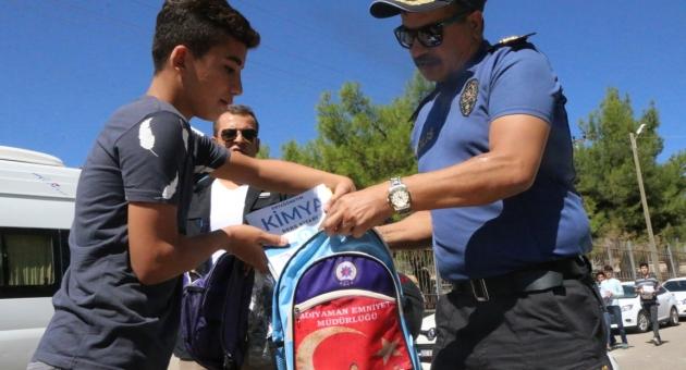 İl Emniyet Müdürü Alper, Okula Başlayan Çocuklara Çanta Hediye Etti