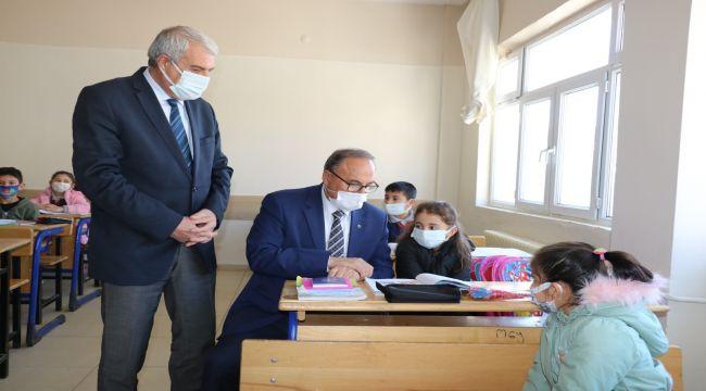 İl Milli Eğitim Müdürü Alagöz, okullarda incelemede bulundu