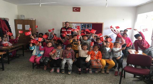 İlköğretim Okulu Öğrencilerine Jandarma Teşkilâtı Anlatıldı