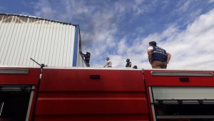 İş yerinde çıkan yangın söndürüldü - Videolu Haber