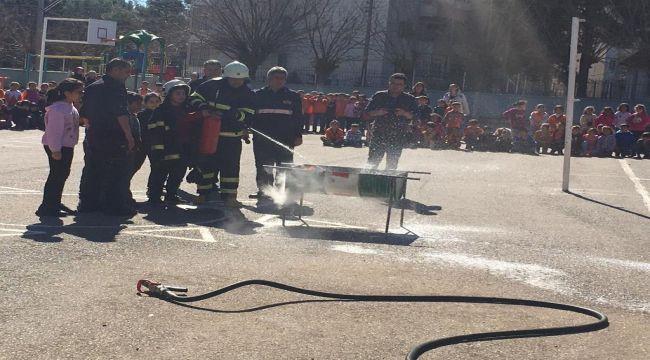 İtfaiye Ekiplerinin Okullarda Yangın Tatbikatları Devam Ediyor