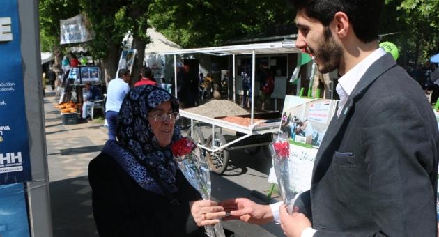 İYİ Partili Gençler Anneleri Unutmadı - Videolu Haber