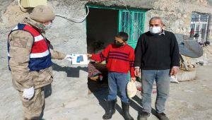 Jandarma'dan öğrencilere tablet dağıtımı
