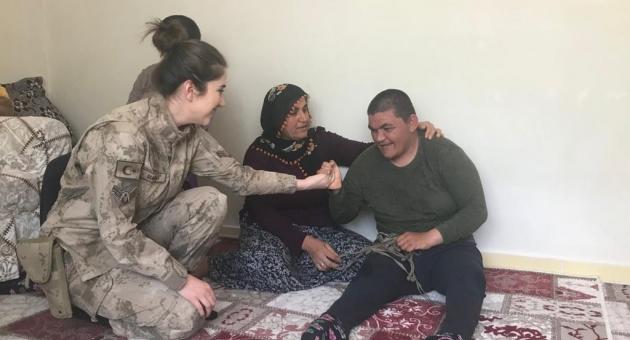 Jandarma Personelleri Anneler Gününü Unutmadı