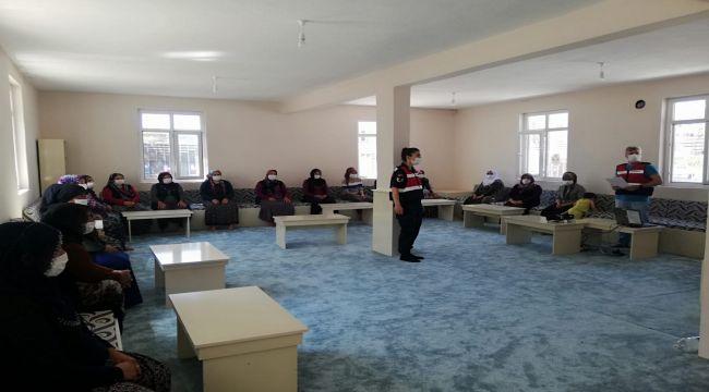 Jandarmadan annelere uyuşturucuyla mücadele eğitimi