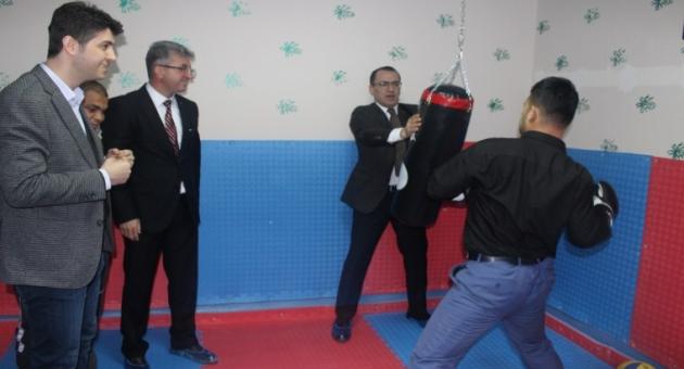 KAHEV Kahta'da Optizmli Öğrencilere Spor Odası Yaptı