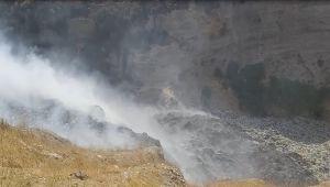 Kahta Belediyesi çöp alanındaki yangında patlama korkusu